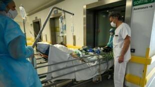 Une unité post-réanimation respiratoire dans l'hôpital Émile Muller à Mulhouse, le 17 avril 2020.
