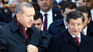 الرئيس التركي رجب طيب أردوغان ورئيس وزرائه أحمد داود أوغلو