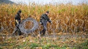 Hungarian soldiers set up a barbed wire fence on the Slovenian-Hungarian border in Pince, Slovenia on September 25, 2015.