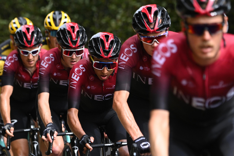 El español Jonathan Castroviejo, a la cabeza del Team Ineos seguido por el británico Christopher Froome, el colombiano Egan Bernal, el ruso Pavel Sivakov, y el británico, Geraint Thomas, durante la primera etapa de la 72a edición del Criterium du Dauphiné, el pasado 12 de agosto.