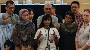 Des proches de passagers disparus présents à la réunion du rapport d'enquête, à Kuala Lumpur, le 30 juillet 2018.