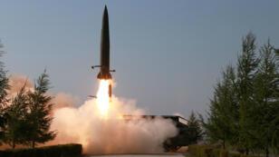 Según la Agencia Central de Noticias de Corea, esta es una de las imágenes de los misiles que habrían sido ensayados este jueves 10 de mayo de 2019 en Kusong, Corea del Norte.