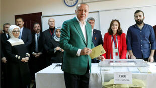 El presidente turco, Recep Tayyip Erdogan, en uno de los centros de votación en Ankara, Turquía. 31 de marzo de 2019.