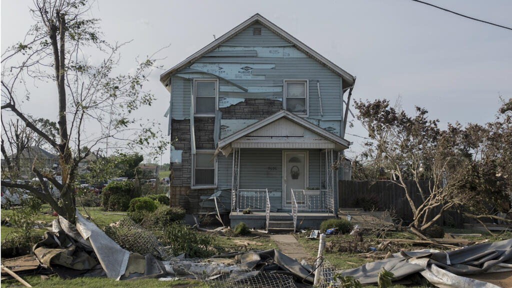 Terrific Tornadoes Tear Across Us For 12 Days Straight Home Interior And Landscaping Oversignezvosmurscom
