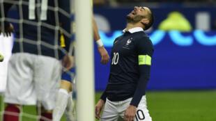 La réaction de Karim Benzema après avoir manqué un but contre le Brésil