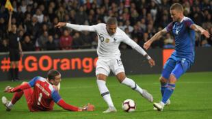 Paul Pogba, frustré à l'image des Bleus alignés jeudi par Didier Deschamps.