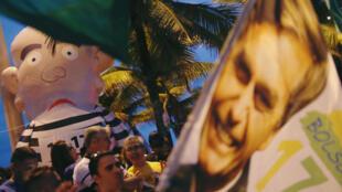 Los partidarios de Bolsonaro se reúnen en Río de Janeiro, Brasil, el 7 de octubre de 2018.