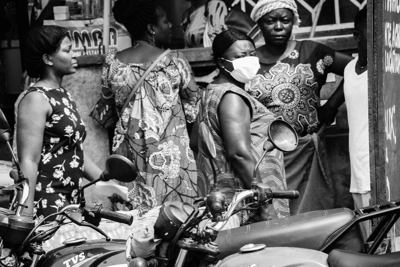 Scène de rue à Kinshasa, capitale de RD Congo, en mars 2020. Les autorités viennent de fermer les écoles et d'imposer les mesures de distanciation sociale en raison de la pandémie de Covid-19 dans un pays où les habitants ne perçoivent pas le virus comme une menace.