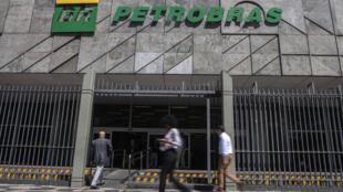 Petrobras registró una pérdida neta de 2.700 millones de reales (417 millones de dólares) en abril-junio, claramente inferior a la de 48.500 millones de reales del primer trimestre de 2020