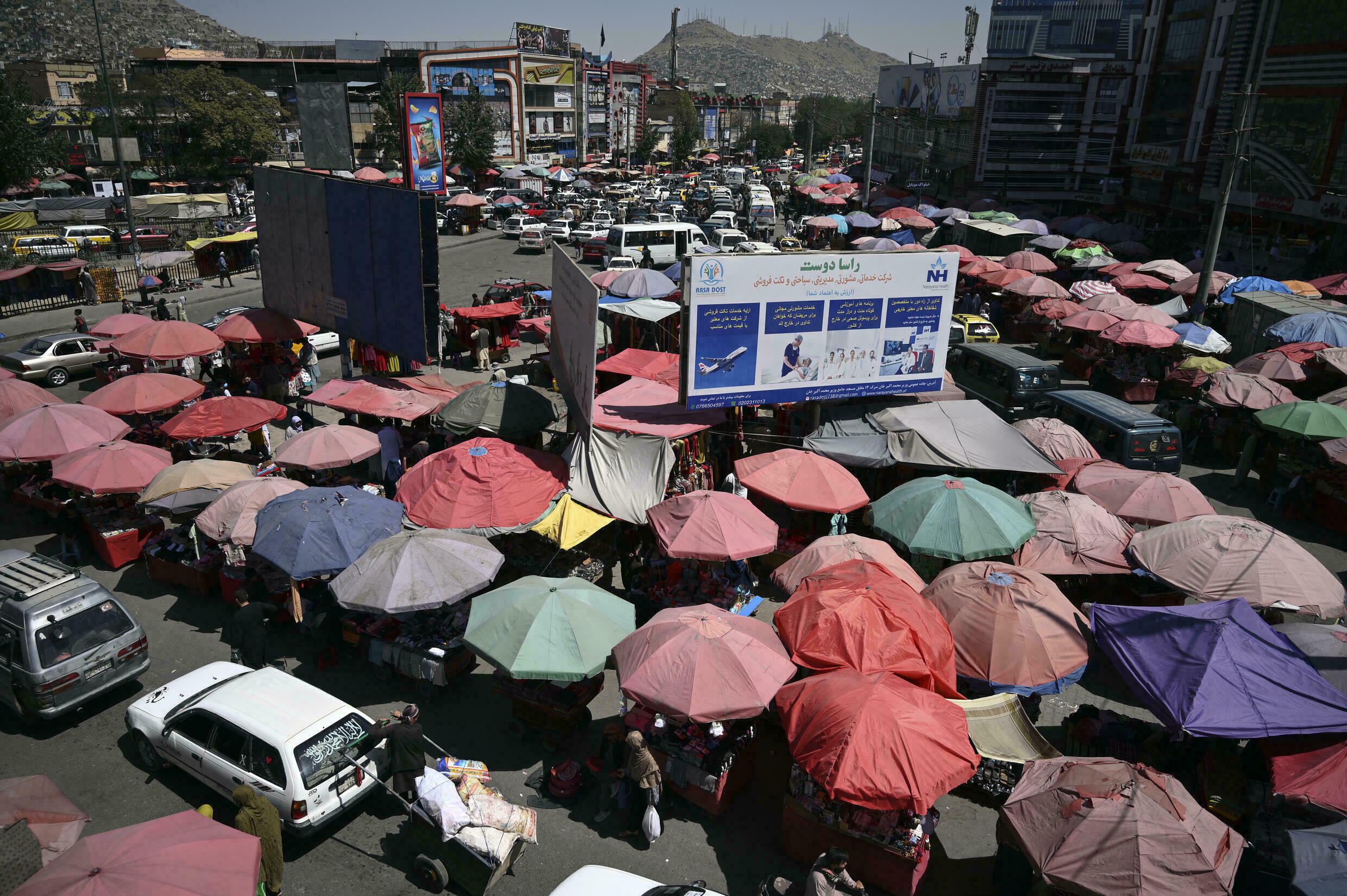 Traders at Kot-e Sangi market in Kabul say they do very little business because people just don't have cash