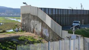 Une partie du mur entre les États-Unis et le Mexique est déjà construite comme ici à San Ysidro, en Californie.