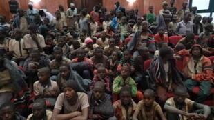 تلاميذ كانوا مخطوفين لدى جماعة بوكو حرام في صورة التُقطت بعد الإفراج عنهم في 18 كانون الأول/ديسمبر 2020 في كانكارا في نيجيريا