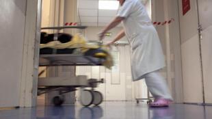 Infirmière à l'hôpital Tenon à Paris le 9 novembre 2010
