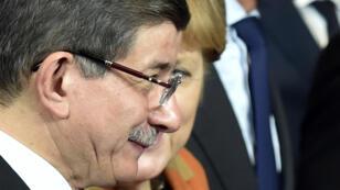 La chancelière Angela Merkel et discussion avec le Premier ministre turque Ahmet Davutoglu