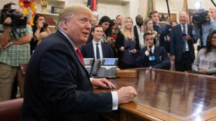 Le président Donald Trump dans le Bureau oval, le 11 octobre 2018.