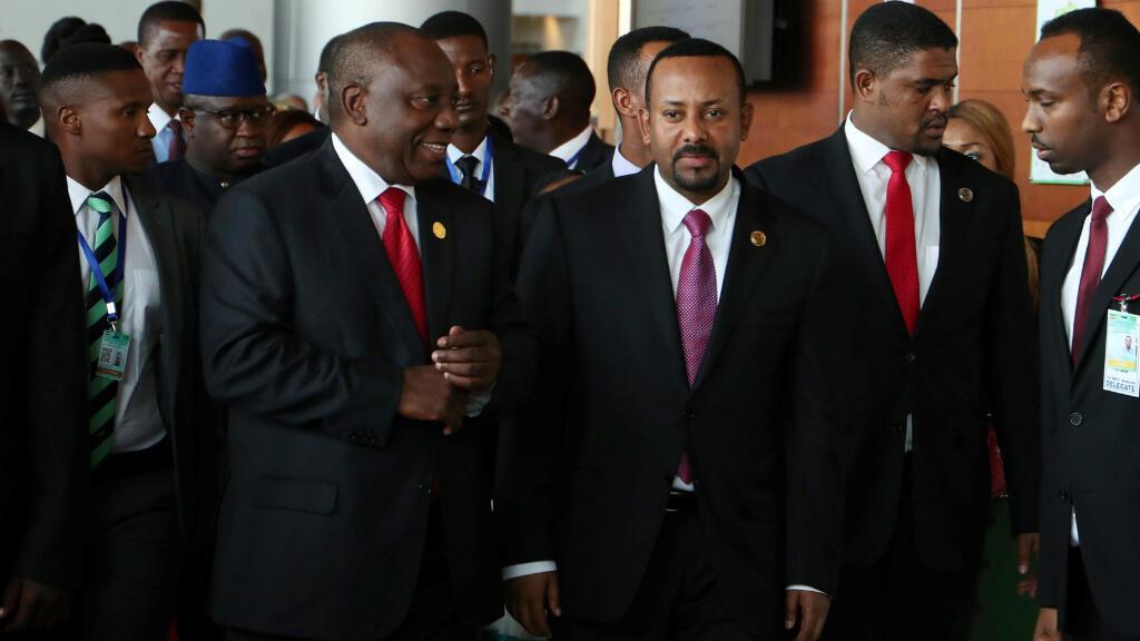 El Presidente de Sudáfrica, Cyril Ramaphosa y el primer ministro de Etiopía Abiy Ahmed llegan para la apertura de la 32ª Sesión Ordinaria de la Asamblea de Jefes de Estado y de Gobierno de la Unión Africana(UA), en Addis Abeba, Etiopía, el 10 de Febrero de 2019.