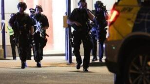 انتشار للشرطة البريطانية في موقع الاعتداء في لندن في 3 حزيران/يونيو 2017