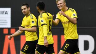 سجل هالاند (يمين) وغيريرو (يسار) في اول مباراة لدورتموند بعد استئناف مباريات الدوري الالماني لكرة القدم