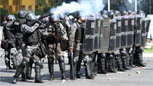 Suite à l'incendie de plusieurs ministères, le gouvernement brésilien a déployé l'armée face aux manifestants.
