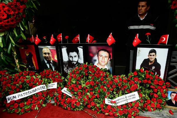 Les portraits des victimes tuées lors de l'attaque de la boîte de nuit Reina, à Istanbul, un an après l'attentat qui a eu lieu 31 décembre 2016