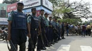 عناصر من الشرطة البنغالية في دكا في 9 آذار/مارس 2016