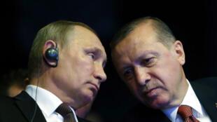Les présidents Vladimir Poutine et Erdogan ont scellé lundi leur réconciliation en signant l'accord TrukStream.
