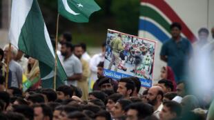 Des manifestants pakistanais devant les bâtiments du gouvernement pour écouter le discours du Premier ministre Imran Khan, le 30 août 2019.