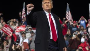 الرئيس الأمريكي دونالد ترامب خلال لقاء انتخابي في إطار انتخابات مجلس الشيوخ في ولاية جورجيا في الخامس من كانون الأول/ديسمبر 2020 في فالدوستا