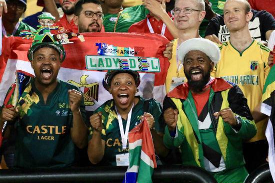 """جماهير جنوب أفريقيا وفرحة مستحقة بعد إقصاء الفراعنة من """"الكان"""""""