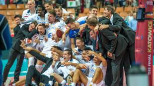 Les Bleus fêtent leur qualification après leur victoire face à l'Iran.
