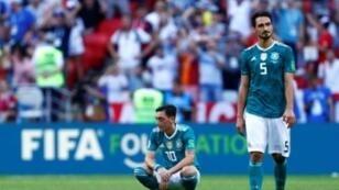 حسرة لاعبي ألمانيا إثر خروجهم من مونديال روسيا.