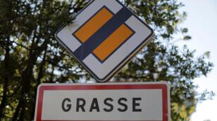 مدينة غراس الفرنسية حيث وقع حادث السطو على السفير البحريني في الولايات المتحدة