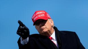 الرئيس المنتهية ولايته دونالد ترامب خلال تجمع انتخابي في كارولاينا الشمالية في 2 تشرين الثاني/نوفمبر 2020.