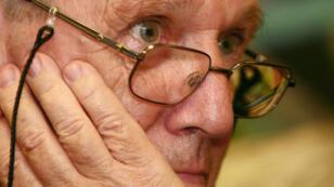 Le romancier israélien Amos Oz, décédé vendredi 28 décembre, lors d'une réunion avec des écrivains russes à Moscou, le 7 septembre 2006.