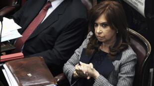 Foto publicada por Noticias Argentinas de la expresidenta argentina (2007-2015) y actual senadora Cristina Fernández de Kirchner asistiendo a una sesión en el Congreso en Buenos Aires.