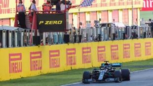 Le Britannique LewisHamilton (Mercedes) vainqueur du GP de Toscane, à Scarperia e San Piero, le 13 septembre 2020