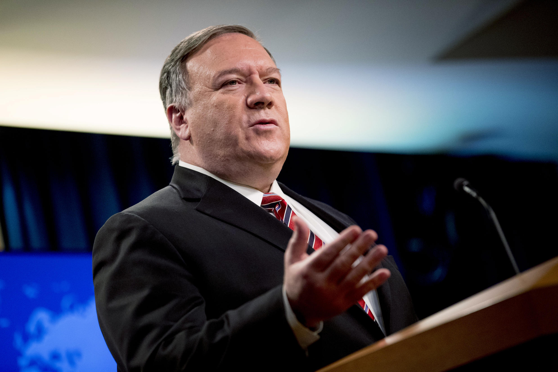 Mike Pompeo habla durante una rueda de prensa que dio en la sede del Departamento de Estado, el 29 de abril de 2020 en Washington