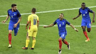 ديميتري باييت يقود فرنسا للفوز على رومانيا