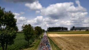 Les coureurs du Tour de France à Binche lors de la 3e étape le 8 juillet 2019