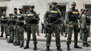La police de Baltimore après l'acquittement de l'officier qui a tué Freddie Grey, entraînant une dizaine de jours de violence dans la ville en 2015.