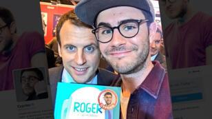 Emmanuel Macron et le Youtubeur Cyprien au Salon du livre, le 17 mars 2016.