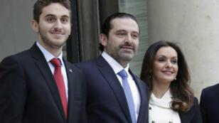 Saad Harriri sur le perron de l'Élysée entouré de sa femme et de son fils, samedi 18 novembre 2017 à Paris.