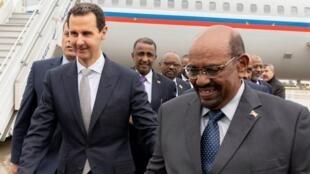 الرئيس السوري بشار الأسد ونظيره السوداني عمر البشير في دمشق 16 ديسمبر/كانون الأول 2018