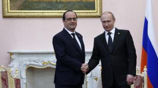 François Hollande et Vladimir Poutine lors d'une rencontre le 24 avril 2015.