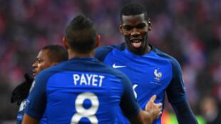 Paul Pogba et Dimitri Payet ont fait basculer le match, permettant ainsi à la France de prendre la tête du groupe A.