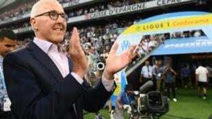 Le propriétaire américain de l'Olympique de Marseille Frank McCourt  avant le coup d'envoi du matc contre Toulouse au Vélodrome, le 13 août 2018