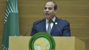 El mandatario egipcio, nuevo presidente de la Unión Africana, Abdel Fattah al-Sisi, habla durante la 32ª cumbre de la Unión Africana (UA) en Addis Abeba, Etiopía, el 10 de febrero de 2019.