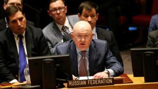 El embajador de Rusia en las Naciones Unidas, Vasily Nebenzya, dirigiéndose a la reunión del Consejo de Seguridad de las Naciones Unidas sobre Siria, en la sede de la ONU en Nueva York, EE. UU., el 9 de abril de 2018.