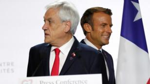 Les présidents français Emmanuel Macron et chilien Sebastián Piñera lors de leur conférence de presse commune pendant le sommet du G7, à Biarritz, France, le 26 août 2019.