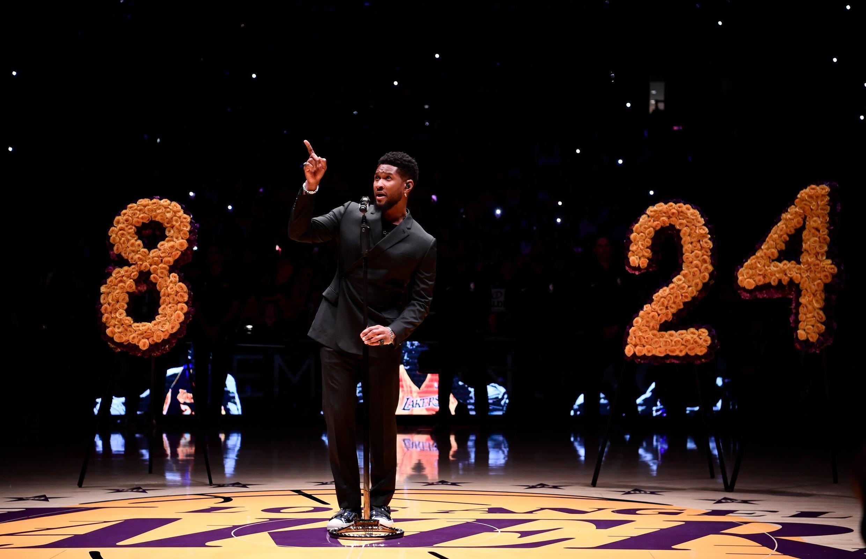 """Le chanteur Usher a interprété """"Amazing Grace"""" durant l'hommage à Kobe Bryant au Staples Center, le 31 janvier 2020."""
